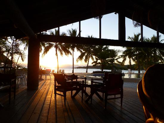 Musket Cove Island Resort: sunset at the bar