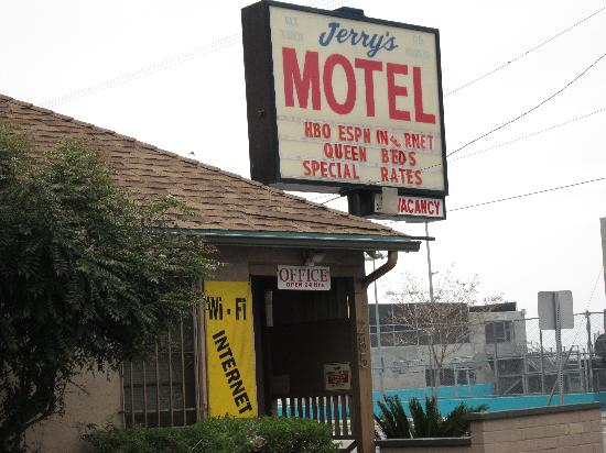 Jerry's Motel: motel sign
