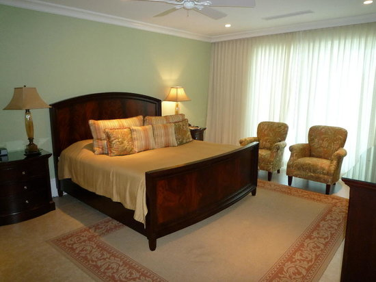 Caribbean Club: Master bedroom