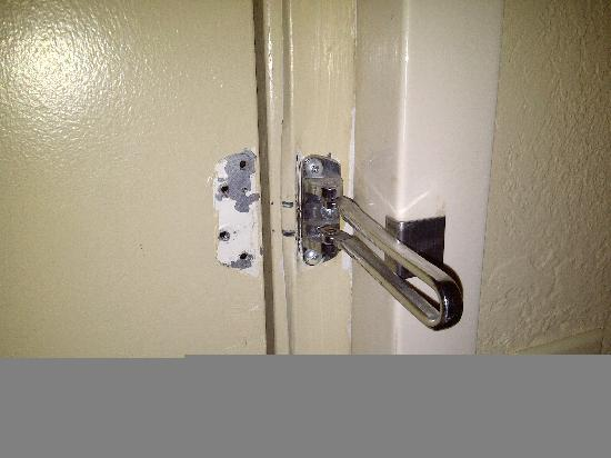 Extended Stay America - Denver - Lakewood South: Broken Lock