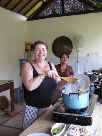 http://media-cdn.tripadvisor.com/media/photo-s/01/de/cb/b8/making-soup.jpg