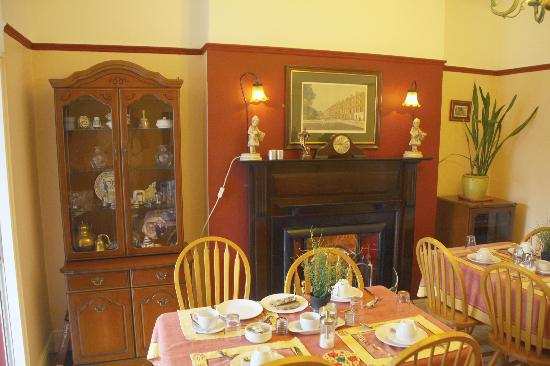 Avoca House Bed and Breakfast: Frhstckszimmer