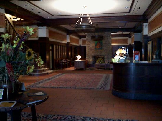 Hotel Pattee: Hotel Lobby