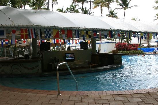 Isla Verde, Puerto Rico: Poolside bar