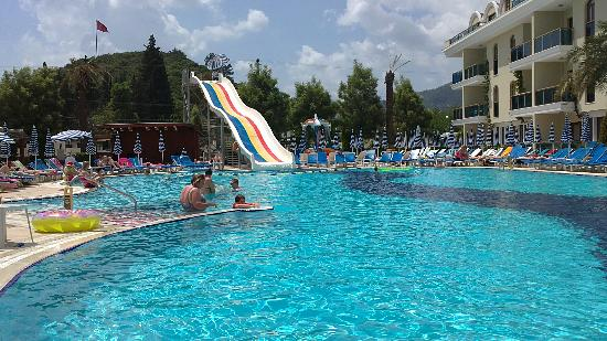 Candan Club Hotel: the pool and slide