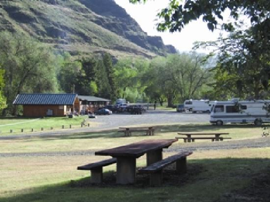 Hells Canyon Jet Boat Trips & Lodging: RV Park & Motel along Salmon River