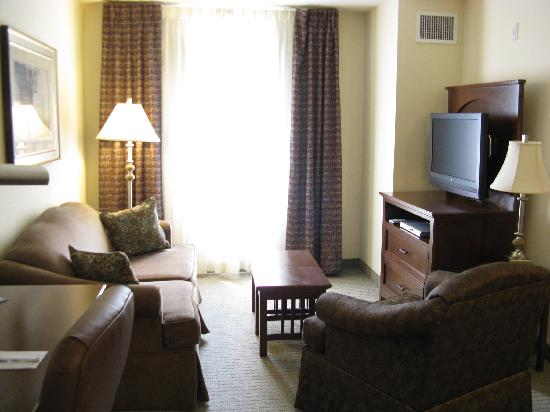 Staybridge Suites Jacksonville: Living Room
