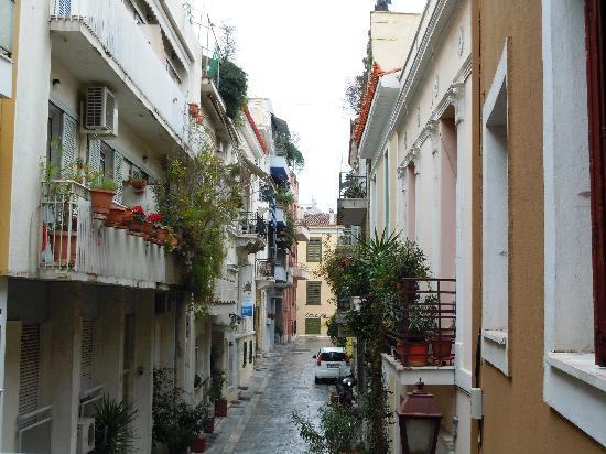 Hotel Acropolis House: Alley to Plaka from Hotel