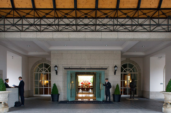 Four Seasons Hotel Dublin: Front Door welcome