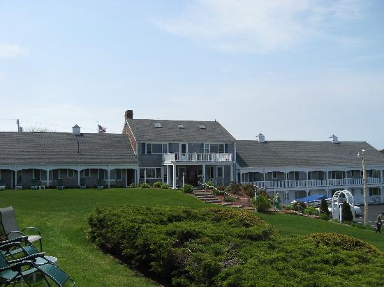 Chatham, MA: The main section of the Hawthorne Inn taken from just outside our room.