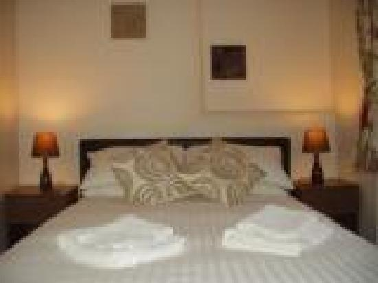 The Glenroy Hotel: double room