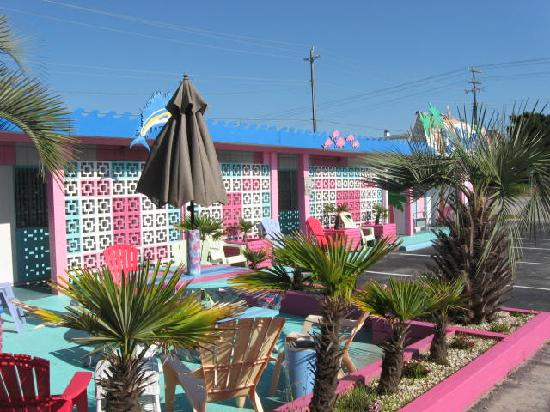Atlantic Beach, NC: beautifully landscaped and equipped for fun