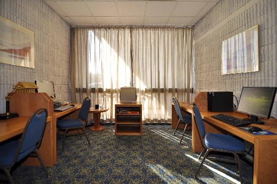 BEST WESTERN PLUS University Inn: Business Center available 24/7 & Wireless Internet available throughout the hotel