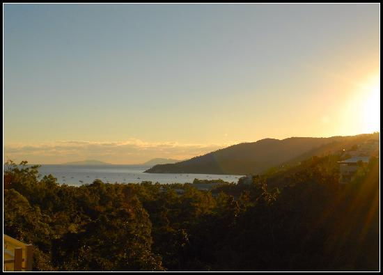 Summit Apartments Airlie Beach: Watching the sun rise