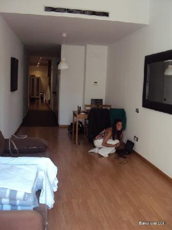FGA Liceu Apartments: Look how spacious and lovely it is. This is the lounge, and diner