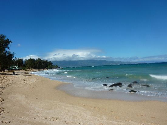 Paia, Гавайи: On the beach right behind the inn