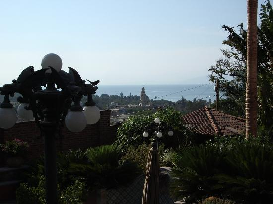 Casa Tres Leones: View of Lake Chapala and the church
