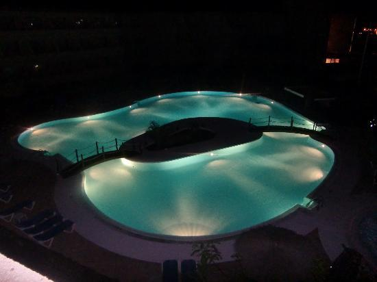 Hesperia Playa Dorada Hotel: Night pic of one pool