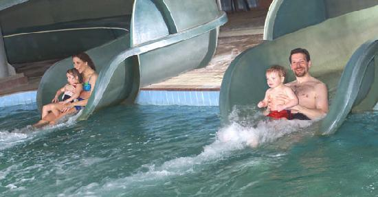 Medicine Hat Lodge Resort, Casino & Spa: Waterslides