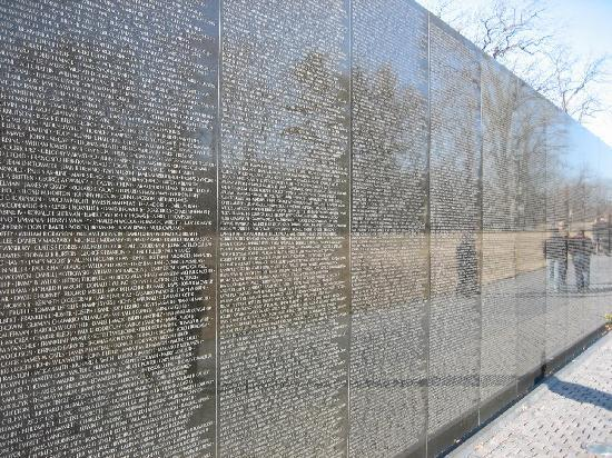 the vietnam veterans memorial wall Making the memorial i never looked at the memorial as a wall, an object, but as an edge to the earth, an opened i had a very difficult time convincing the fund in charge of the memorial—the vietnam veterans memorial fund—of the importance of selecting a qualified firm that.