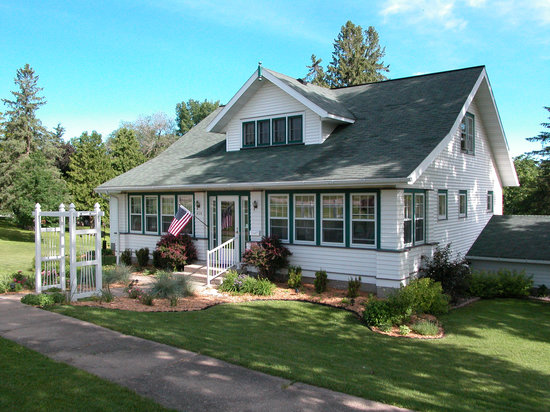 Hillcrest Hide-Away B&B: Welcome to our home in a quiet neighborhood