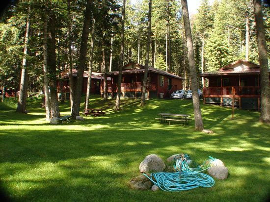 Wallowa Lake Resort: Resort cabin shared picnic area