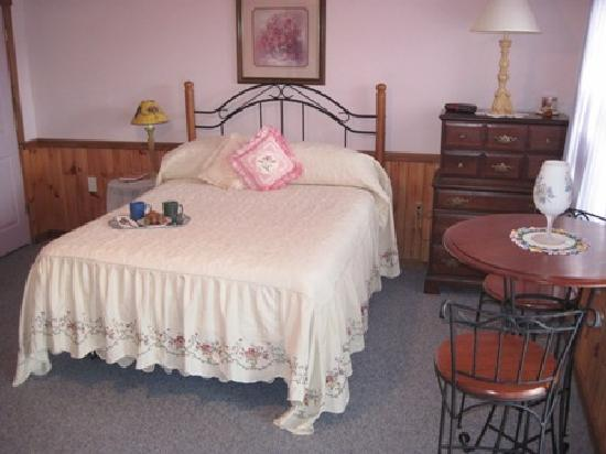 Berry Patch Bed and Breakfast: Sadi Maya