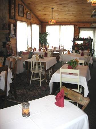 Berry Patch Bed and Breakfast: Tea Room - available for indoor events