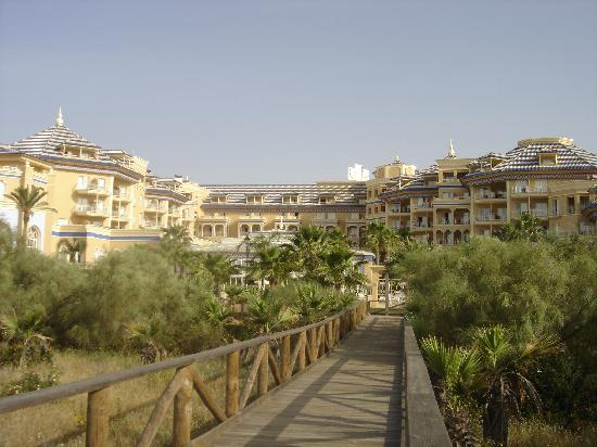 Melia Atlantico: Hotel Atlantico viewed from boardwalk to beach