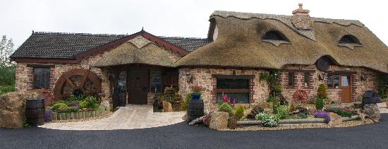 Lisnaskea, UK: Watermill exterior