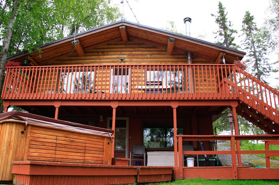 Alaska Serenity Lodge: Back porch