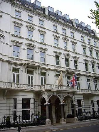The Bentley London - A Hilton Hotel: Outside view