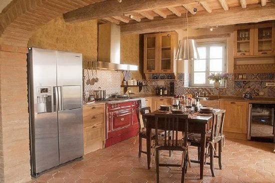 Casa Moricciani: Designer kitchen in Primo Mobile, main floor