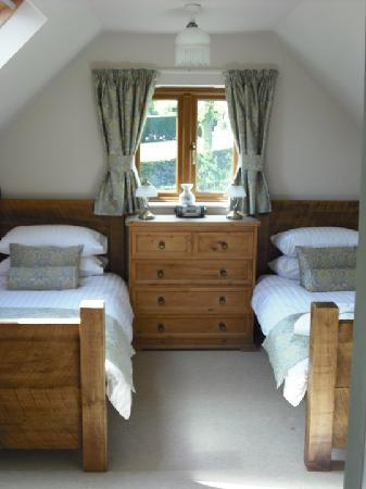 Eyam, UK: Twin room with private bathroom