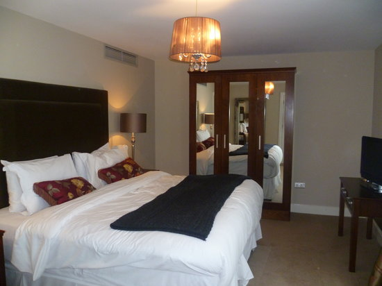No. 1 Pery Square Hotel & Spa: The penthouse suite bedroom