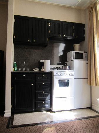 Radio City Apartments : Kitchen