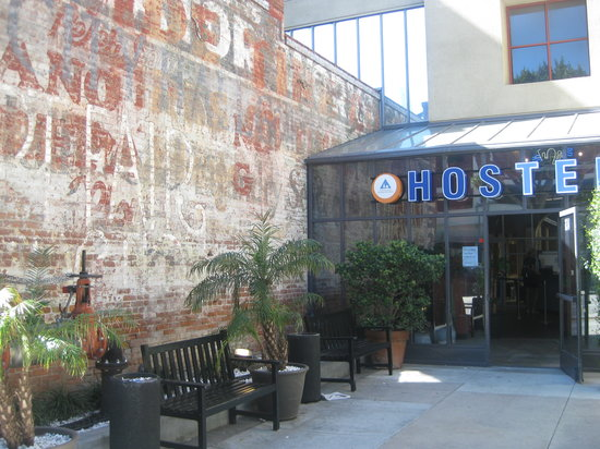 Hostelling International - Los Angeles/Santa Monica: Hostel Entrance