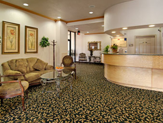 Ramada Inn Airport North: Lobby Area