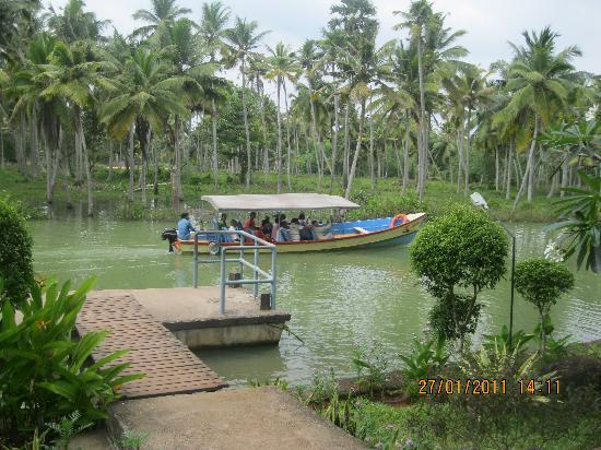 Puvar, India: Poovar Jetty