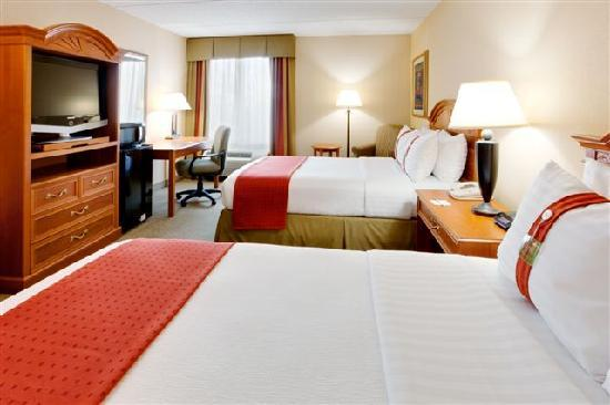 Garden Plaza Hotel: Two Double Beds