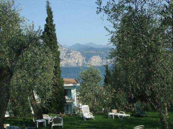 Brenzone, Italia: Lake View from pool side