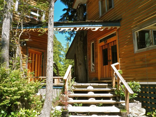 Ukee Treehouse B&B