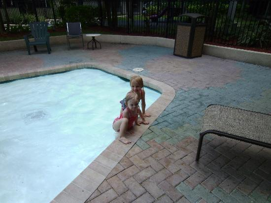 Quality Suites Royale Parc Suites: Kiddie Pool