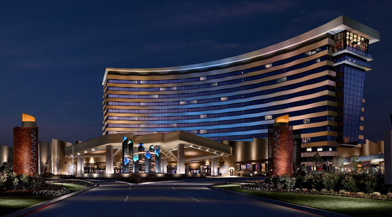 Choctaw Casino Resort: Front entrance and valet drop off