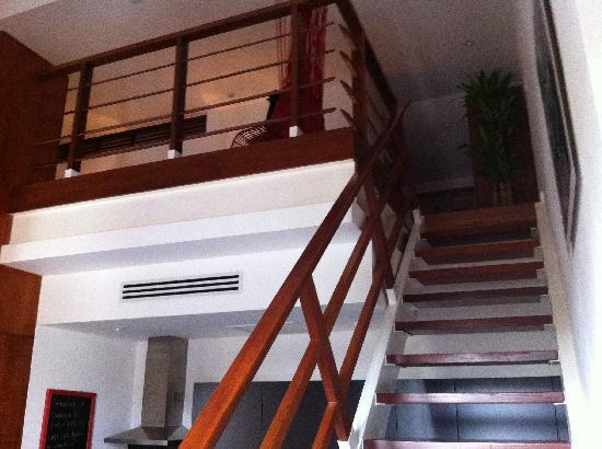 Casa del Horno: Stairs to upper room and bathroom