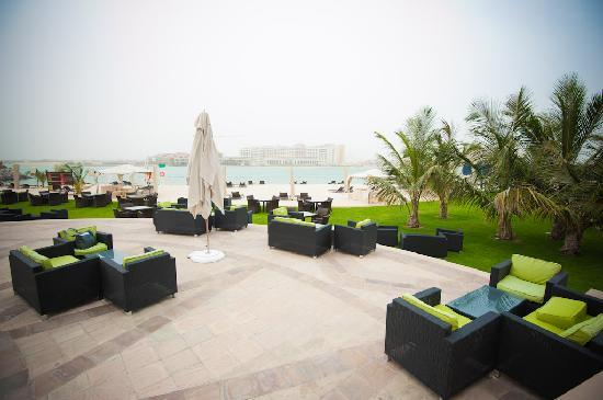 ‪‪Traders Hotel, Qaryat Al Beri, Abu Dhabi‬: The beach, outside bar &amp; restaurant area.‬