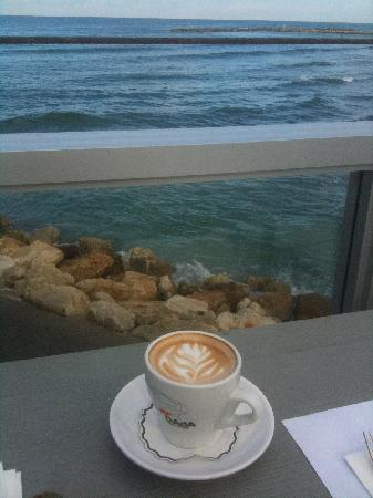 Carlton Tel Aviv: coffee in the morning