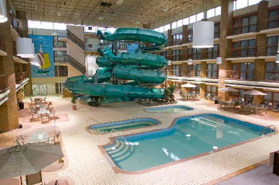 Medicine Hat Lodge Resort, Casino & Spa: Pool & Waterslide