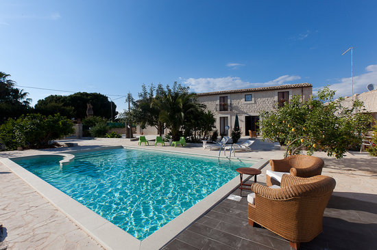 Scicli, Italy: pool and villa