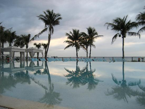 Sheraton Fort Lauderdale Beach Hotel: Pool by the beach